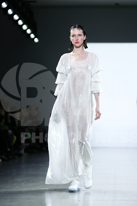 NOVA YORK ,EUA 09.02.2019 - MODA-NYFW - Modelo durante desfile Concept Coreia  no New York Fashion Week (NYFW) em Nova York neste sabado,09. (Foto: Vanessa Carvalho/Brazil Photo Press)