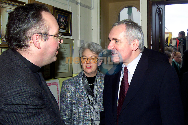 Taoiseach Bertie Ahern meeting Fr. Tom Gilroy in Fatima School..Picture: Paul Mohan/Newsfile
