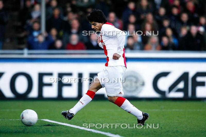 Nederland, Volendam, 7 december 2008..Eredivisie.Seizoen 2008-2009.Volendam-Ajax (1-2).Luis Suarez van Ajax  scoort  de 1-1