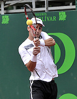BOGOTA - COLOMBIA -05 -11-2013: Santiago Giraldo, tenista colombiano devuelve la bola a Juan I. Londero, tenista de Argentina, durante partido de la primera ronda del Seguros Bolivar Open en el Club Campestre el Rancho de la ciudad de Bogota. / Santiago Giraldo Colombian tennis player returns the ball to Juan I. Londero, Argentina tennis player during a match for the first round of the Seguros Bolivar Open in the Club Campestre El Rancho in Bogota city.Photo: VizzorImage  / Luis Ramirez / Staff.