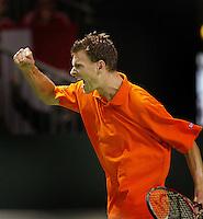 04-03-2006,Swiss,Freibourgh, Davis Cup , Swiss-Netherlands, Sjeng Schalken  verslaat  Marco Chiudinelli