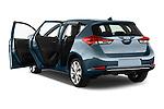 Car images of 2015 Toyota Auris Lounge 5 Door Hatchback Doors