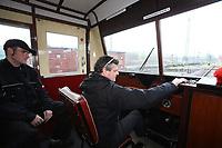 Ralf Krämer und Wolfgang Korell haben den Wismarer Schienenbus restauriert und fahren mit den Besuchern bei der Saisoneröffnung ein Stück - Darmstadt 02.04.2017: Saisoneröffnung im Eisenbahnmuseum Kranichstein