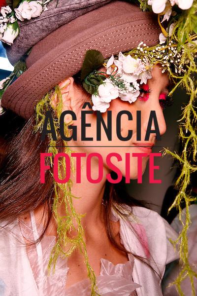 São Paulo, Brasil – 09/06/2010 - Backstage da grife Erika Ikezili durante o São Paulo Fashion Week  -  Verao 2011. Foto : Rafael Canas / Ag. Fotosite