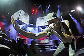 WEST PALM BEACH - AUGUST 8: Chester Bennington  of Linkin Park performs at the Cruzan Amphitheatre on August 8, 2014 in West Palm Beach, Florida.(Photo By Larry Marano (C) 2014