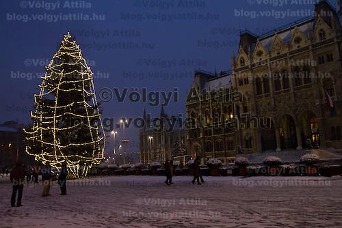 Christmas preparations in Budapest, Hungary on December 18, 2010. ATTILA VOLGYI