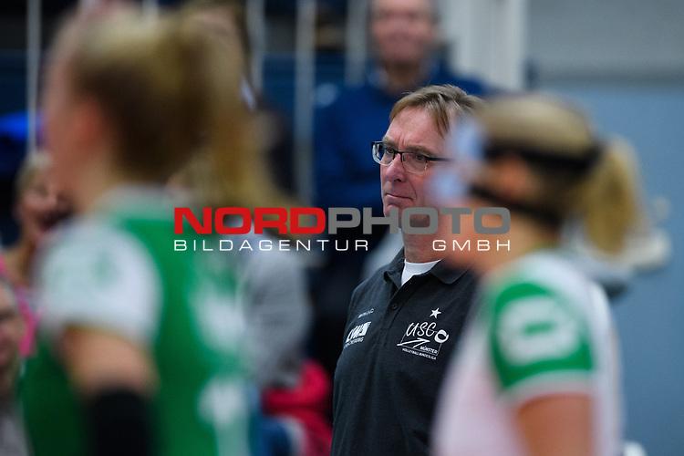 24.11.2018, Halle Berg Fidel, Muenster<br />Volleyball, DVV-Pokal Frauen, Viertelfinale, USC MŸnster / Muenster vs. SSC Palmberg Schwerin<br /><br />Teun Buijs (Trainer / Coach Muenster)<br /><br />  Foto &copy; nordphoto / Kurth