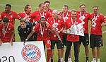 27.06.2020, Fussball: nph00001 1. Bundesliga 2019/2020, 34. Spieltag, VfL Wolfsburg - FC Bayern Muenchen, in der Volkswagen-Arena Wolfsburg. Siegerehrung nach dem Spiel: Der FC Bayern MŸnchen feiert den Gewinn der 30. Deutschen Meisterschaft. Trainer Hans-Dieter Flick (mi., Bayern MŸnchen) mit dem Sieger-Wimpel<br /><br />Foto: Bernd Feil/M.i.S./ /Pool/nordphoto<br /><br />Nur fŸr journalistische Zwecke! Only for editorial use! <br /><br />GemŠ§ den Vorgaben der DFL Deutsche Fussball: nph00001 Liga ist es untersagt, in dem Stadion und/oder vom Spiel angefertigte Fotoaufnahmen in Form von Sequenzbildern und/oder videoŠhnlichen Fotostrecken zu verwerten bzw. verwerten zu lassen. DFL regulations prohibit any use of photographs as image sequences and/or quasi-video.    <br /><br />National and international NewsAgencies OUT.