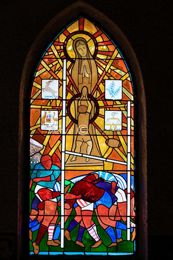 France, Landes (44), Larrivière-Saint-Savin, chapelle Notre-Dame-du-Rugby, vitrail // France, Landes, Larriviere-Saint-Savin, Notre Dame du Rugby chapel, stained glass