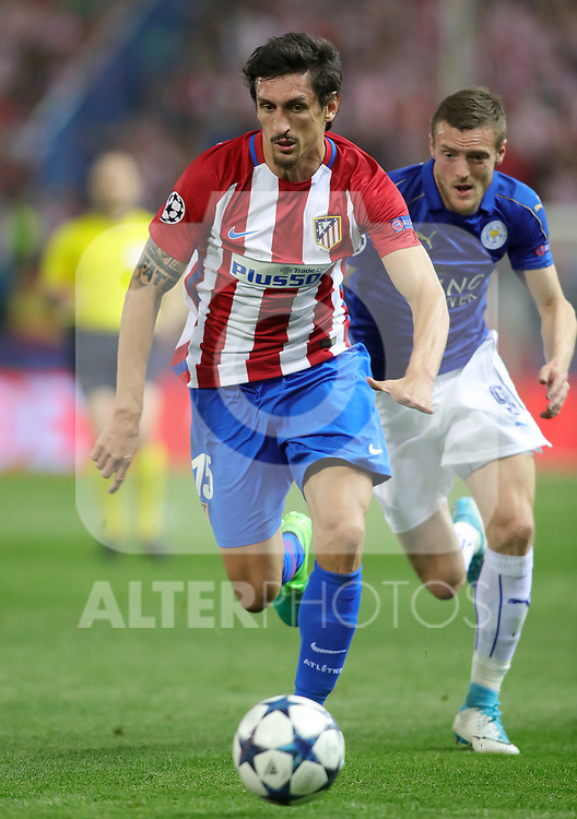 Atletico de Madrid's Stefan Savic (l) and Leicester City FC's Jamie Vardy during Champions League 2016/2017 Quarter-finals 1st leg match. April 12,2017. (ALTERPHOTOS/Acero)