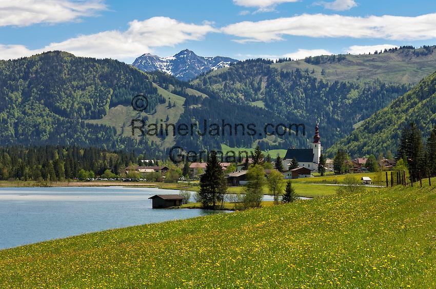 Austria, Tyrol, Pillersee Valley, St. Ulrich at Lake Pillersee with old parish church | Oesterreich, Tirol, Pillerseetal, St. Ulrich am Pillersee mit der alten Pfarrkirche