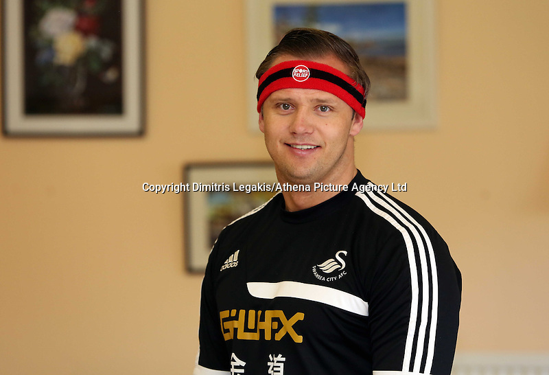 Pictured L-R: Swansea City FC ambassador Lee Trundle wearing the red Comic Relief headband. Monday 17 March 2014<br />