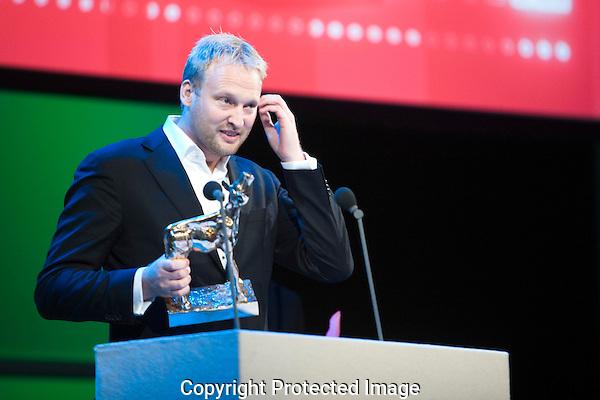 Nederland, Utrecht, 02 oktober 2009. Het Nederlands Film Festival 2009, slotavond met bekendmaking winnaars Gouden Kalveren. Winnaar Gouden Kalf voor Beste Sounddesign; Jan Schermer voor Nothing Personal. Foto: Bram Belloni /// © 2009 Bram Belloni, all rights reserved /// Copyright information: http://www.belloni.nl /// bram@belloni.nl /// +31626698929 /// Reference code: 091002120 NFF 2009 Slot Gouden Kalf.jpg, The Netherlands/NLD, Utrecht, 02OCT09