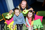 Andrew Scattergood of the Innabubble Theatre Co multi-sensory puppet show in the Tralee Library on Saturday showing Mya and Sadie Dennehy from Tralee his magic glow worms.