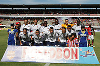 CUCUTA -COLOMBIA- 22-09-2013. Jugadores de Medellin posan para los fotógrafos antes del aprtido contra Cucuta válido por la fecha 10 de la Liga Postobón II 2013 jugado en el estadio General Santander de  la ciudad de Cúcuta. / Medellin Players pose to the photographers prior a match against Cucuta on the 10th date of the Postobon League II 2013  played at General Santander stadium in Cucuta city. Photo: VizzorImage /Manuel Hernández/ Stringer