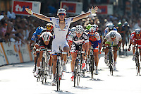 HAMBURGO, ALEMANHA, 19 AGOSTO 2012 - CICLISMO - UCI WORLD TOUR - O ciclista frances Arnaud Demare vence a da etapa da cidade de Hambrugo do UCI World Tour, na Alemanha, neste domingo, 19. (FOTO: PIXATHLON / BRAZIL PHOTO PRESS).