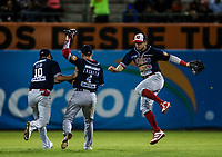 Paul Leon (i), Christian Zazueta (c) y Alan Sanchez jardineros de los mayos , durante el juego de beisbol de la Liga Mexicana del Pacifico temporada 2017 2018. Cuarto juego de la serie de playoffs entre Mayos de Navojoa vs Naranjeros. 05Enero2018. (Foto: Luis Gutierrez /NortePhoto.com)