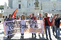 Roma, 19 Ottobre 2012.Manifestazione dei lavoratori e delle lavoratrici Telecom, Vodafone Wind, Fastweb ,e operatori /operatrici call center per il rinnovo del contratto e contro i licenziamenti