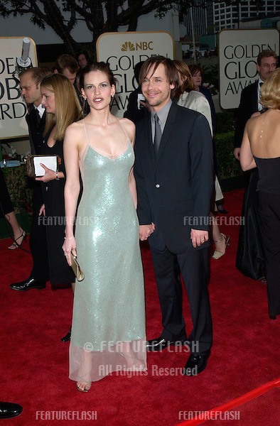 Actress HILARY SWANK & actor husband CHAD LOWE at the 2001 Golden Globe Awards at the Beverly Hilton Hotel..21JAN2001.  © Paul Smith/Featureflash