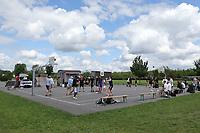 Nauheim 20.05.2017: Streetball-Turnier der Kinder- und Jugendf&ouml;rderung<br /> Viele Spieler bereiten sich auf das Turnier vor<br /> Foto: Vollformat/Marc Sch&uuml;ler, Sch&auml;fergasse 5, 65428 R'heim, Fon 0151/11654988, Bankverbindung KSKGG BLZ. 50852553 , KTO. 16003352. Alle Honorare zzgl. 7% MwSt.