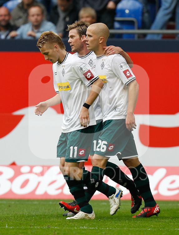 25.09.2010, Veltins Arena, Gelsenkirchen, GER, 1.FBL, FC Schalke 04 vs Borussia Mönchengladbach / Moenchengladbach, im Bild: von links: Marco Reus (Möchengladbach GER #11), Thorben Marx (Möchengladbach GER #14) und 0:2 Torschüzte Michael Bradley (Möchengladbach USA #26) freuen sich über das Tor, Foto © nph / Scholz