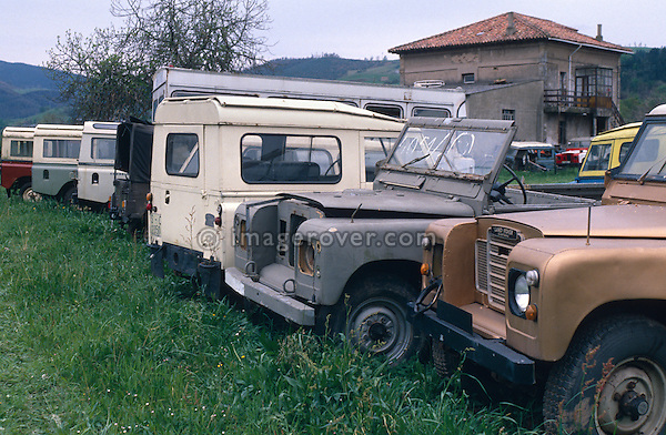 Spain 1990. Line up of derelict spanish Land Rover Santanas. --- No releases available. Automotive trademarks are the property of the trademark holder, authorization may be needed for some uses. --- Info: From the mid 1950's untill the early 1990's the english Land Rover was also built under license in Spain. The spanish company Metalurgica de Santa Ana (later to become Santana Motor SA), was producing Land Rovers in the beginning from CKD kits, but local content was gradually increased until the Santanas (this is how they were called) were 100 per cent locally manufactured.