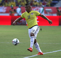 BARRANQUILLA  - COLOMBIA - 8-10-2015: Frank Fabra jugador de la seleccion Colombia  disputa el balon con xxxx de la seleccion Peru durante primer partido  por por las eliminatorias al mundial de Rusia 2018 jugado en el estadio Metropolitano Roberto Melendez  / : Frank Fabra  player of Colombia  fights for the ball with xxxx of selection of Peru during first qualifying match for the 2018 World Cup Russia played at the Estadio Metropolitano Roberto Melendez. Photo: VizzorImage / Felipe Caicedo / Staff.
