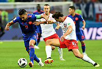 KAZAN - RUSIA, 24-06-2018: Grzegorz KRYCHOWIAK (Der) jugador de Polonia disputa el balón con Radamel FALCAO (Izq) jugador de Colombia durante partido de la primera fase, Grupo H, por la Copa Mundial de la FIFA Rusia 2018 jugado en el estadio Kazan Arena en Kazán, Rusia. /  Grzegorz KRYCHOWIAK (R) player of Polonia fights the ball with Radamel FALCAO (L) player of Colombia during match of the first phase, Group H, for the FIFA World Cup Russia 2018 played at Kazan Arena stadium in Kazan, Russia. Photo: VizzorImage / Julian Medina / Cont