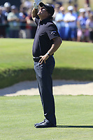Phil Mickelson (USA) watches Rory McIlroy's (NIR) ball on the 16th hole during Thursday's Round 1 of the 118th U.S. Open Championship 2018, held at Shinnecock Hills Club, Southampton, New Jersey, USA. 14th June 2018.<br /> Picture: Eoin Clarke | Golffile<br /> <br /> <br /> All photos usage must carry mandatory copyright credit (&copy; Golffile | Eoin Clarke)