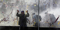 SOMMET DES AMERIQUES A QUEBEC AVRIL 2001<br /> MANIFESTATION VIOLENCE ARRESTATION<br /> PLUS DE 50,000 MANIFESTANTS<br /> PHOTO JACQUES NADEAU<br /> AVRIL 2001