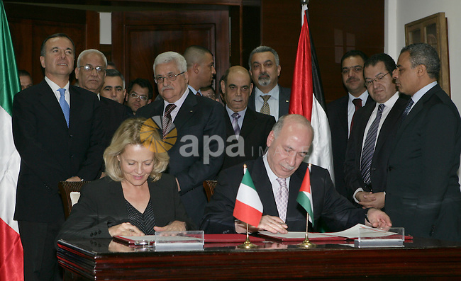 Palestinian President Mahmoud Abbas (Abu Mazen) during a meeting with Italian Foreign Minister, Franco Frattini in the West Bank city of Ramallah on Nov. 23,2010.  Photo by Thaer Ganaim