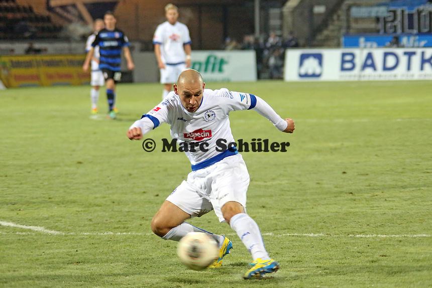 Philipp Riese (Bielefeld) zieht ab - FSV Frankfurt vs. Arminia Bielefeld, Frankfurter Volksbank Stadion