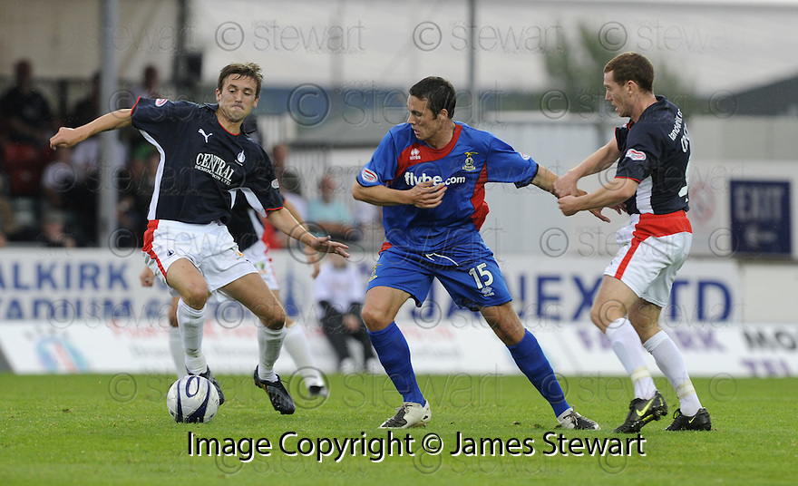 30/08/2008  Copyright Pic: James Stewart.File Name : sct_jspa03_falkirk_v_ict.DON COWIE TRIES TO GET AWAY FROM KEVIN MCBRIDE AND PATRICK CREGG.James Stewart Photo Agency 19 Carronlea Drive, Falkirk. FK2 8DN      Vat Reg No. 607 6932 25.James Stewart Photo Agency 19 Carronlea Drive, Falkirk. FK2 8DN      Vat Reg No. 607 6932 25.Studio      : +44 (0)1324 611191 .Mobile      : +44 (0)7721 416997.E-mail  :  jim@jspa.co.uk.If you require further information then contact Jim Stewart on any of the numbers above........