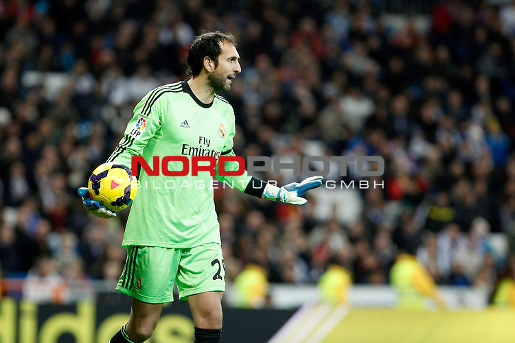 Real Madrid¬¥s goalkeeper Diego Lopez during La Liga match in Santiago Bernabeu stadium in Madrid, Spain. January 06, 2014. Foto © nph / Victor Blanco)