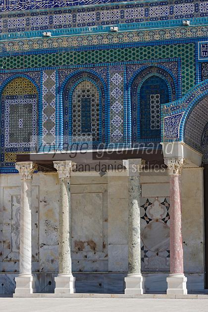 Asie/Israël/Judée/Jérusalem: Vieille Ville-Quartier Musulman- le Haram El Sharif- Dome du Rocher détail des faïences et des vitraux