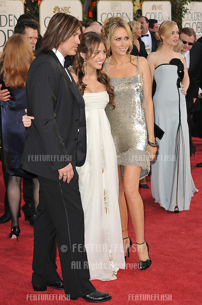 Miley Cyrus & Billy Ray Cyrus at the 66th Annual Golden Globe Awards at the Beverly Hilton Hotel..January 11, 2009 Beverly Hills, CA.Picture: Paul Smith / Featureflash