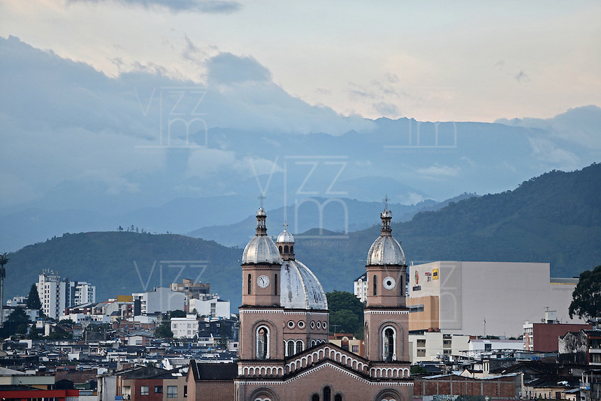 ARMENIA -COLOMBIA. 17-05-2014. Parroquia de San Francisco en el centro de la ciudad de Armenia, Colombia. / Parish of San Francisco at down town of Armenia city, Colombia. Photo: VizzorImage/ Gabriel Aponte / Staff