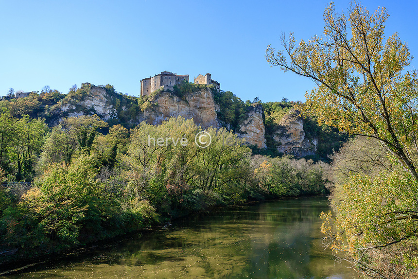 France, Tarn et Garonne, Quercy, Bruniquel, labelled Les Plus Beaux Villages de France (The Most beautiful Villages of France), the castles // France, Tarn-et-Garonne (82), Quercy, Bruniquel, labellisé Les Plus Beaux Villages de France, les châteaux