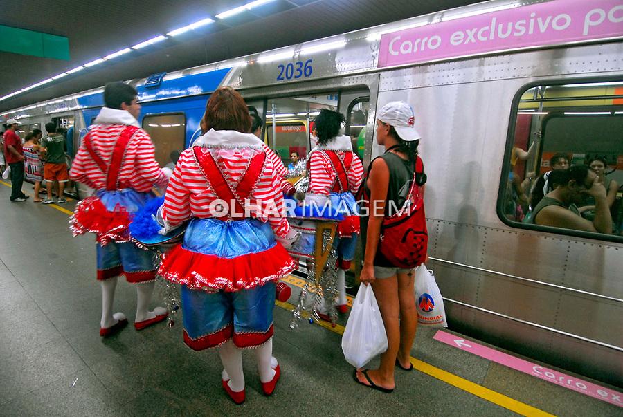 Transporte em metrô durante o carnaval. Rio de Janeiro. 2008. Foto de Luciana Whitaker
