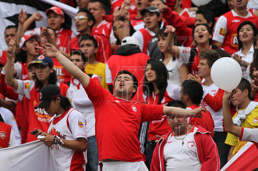 "BOGOTA-COLOMBIA-ENERO 27: Hinchas de Santa Fe animan a su equipo durante juego por la SuperLiga de Campeones, en el estadio Nemesio Camacho ""El Campin"" en la ciudad de Bogotá, enero 27 de 2013, (Foto/VizzorImage / Felipe Caicedo / Staff). Supportes of Santa Fe cheer their team during a match For the Champions Super League at the Nemesio Camacho ""El Campin"" stadium in Bogota city, on January 24, 2013 (Photo: VizzorImage / Felipe Caicedo / Staff) ."