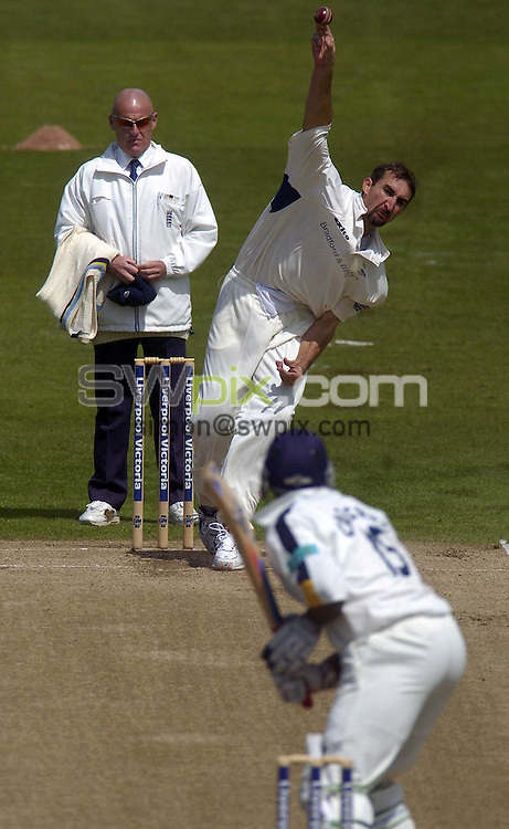 PICTURE BY VAUGHN RIDLEY/SWPIX.COM -  Cricket - Liverpool Victoria County Championship, Day Two - Yorkshire v Hampshire - Headingley, Leeds, England - 01/06/06...? Simon Wilkinson - 07811 267706...Yorkshire's Jason Gillespie bowls to Hampshire's Michael Carberry.