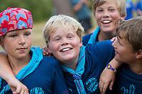 20140805 Vilda-l&auml;ger p&aring; Kragen&auml;s. Foto f&ouml;r Scoutshop.se<br /> gruppfoto, fyra, glada, l&auml;gerplats