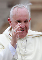 Papa Francesco saluta i fedeli al termine dell'udienza generale del mercoledi' in Piazza San Pietro, Citta' del Vaticano, 23 aprile 2014.<br /> Pope Francis greets faithful at the end of his weekly general audience in St. Peter's Square at the Vatican, 23 April 2014.<br /> UPDATE IMAGES PRESS/Isabella Bonotto<br /> <br /> STRICTLY ONLY FOR EDITORIAL USE