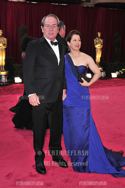 Tommy Lee Jones & Dawn Jones at the 80th Annual Academy Awards at the Kodak Theatre, Hollywood, CA..February 24, 2008 Los Angeles, CA.Picture: Paul Smith / Featureflash