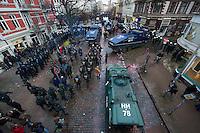 Ca. 8.000 Menschen wollten am Samstag den 21. Dezember 2013 in Hamburg fuer den Erhalt des  Veranstaltungszentrum Rote Flora demonstrieren. Die Polizei stoppte den Demonstrationszug bereits nach 10 Metern mit Schlagstoecken, Pfefferspay und Wasserwerfern, worauf es zu Auseinandersetzungen zwischen Demonstranten und Polizei kam. Im Verlauf der Auseinandersetzungen wurden  Demonstranten und Polizisten verletzt.<br />Die Polizei riegelte grosse Teile des Stadteils Sternschanze komplett ab und ueber mehrere Stunden durfte kein Mensch den Kessel verlassen.<br />Laut Aussage eines Polizeifuehrers sollte die Demonstration auch nicht stattfinden, und das habe auch geklappt.<br />21.12.2013, Berlin<br />Copyright: Christian-Ditsch.de<br />[Inhaltsveraendernde Manipulation des Fotos nur nach ausdruecklicher Genehmigung des Fotografen. Vereinbarungen ueber Abtretung von Persoenlichkeitsrechten/Model Release der abgebildeten Person/Personen liegen nicht vor. NO MODEL RELEASE! Don't publish without copyright Christian-Ditsch.de, Veroeffentlichung nur mit Fotografennennung, sowie gegen Honorar, MwSt. und Beleg. Konto:, I N G - D i B a, IBAN DE58500105175400192269, BIC INGDDEFFXXX, Kontakt: post@christian-ditsch.de<br />Urhebervermerk wird gemaess Paragraph 13 UHG verlangt.]