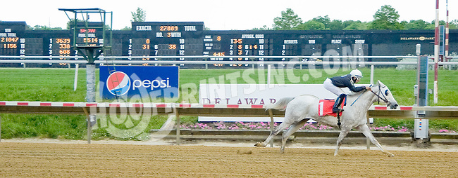Litle Bit winning before at Delaware Park on 5/24/12