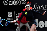 BOGOTÁ-COLOMBIA, 12-04-2019: Amanda Anisimova de Estados Unidos, devuelve la bola a Maria Camila Osorio de Colomba, durante partido por el Claro Colsanitas WTA, que se realiza en el Carmel Club en la ciudad de Bogotá. / Amanda Anisimova of United States, returns the ball against Maria Camila Osorio of Colombia, during a match for the WTA Claro Colsanitas, which takes place at Carmel Club in Bogota city. / Photo: VizzorImage / Luis Ramírez / Staff.