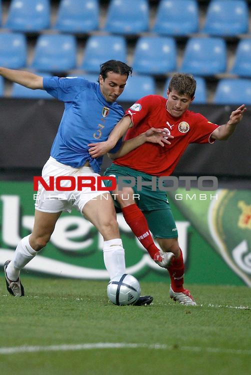 U21 - EM 2004 - Gruppe A<br /> <br /> Italien vs. Belarus <br /> <br /> Emiliano Moretti (links) von Italien im Zweikampf mit Viachaslau Hleb (rechts) von Belarus.<br /> <br /> Foto &copy; nordphoto - Ruediger Lampe<br /> <br /> <br /> <br /> <br /> <br /> <br /> <br />  *** Local Caption *** Foto ist honorarpflichtig! zzgl. gesetzl. MwSt.<br /> <br />  Belegexemplar erforderlich<br /> <br /> Adresse: nordphoto<br /> <br /> Georg-Reinke-Strasse 1<br /> <br /> 49377 Vechta