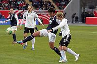 Abby Wambach (USA) gegen Saskia Bartusiak (D)