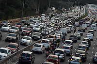 SAO PAULO, 07 DE AGOSTO DE 2012 - TRANSITO SP - Transito na Avenida 23 de Maio nos dois sentidos, altura do Paraiso, no fim da tarde desta terca feira, regiao central da capital. FOTO: ALEXANDRE MOREIRA - BRAZIL PHOTO PRESS